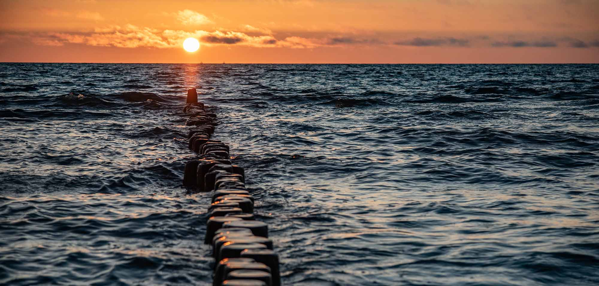Sonnenaufgang Buhnen Insel Usedom